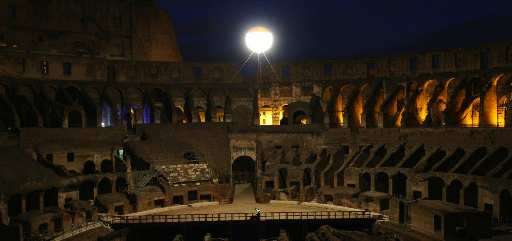 The moon on the Colosseum, an amazi...